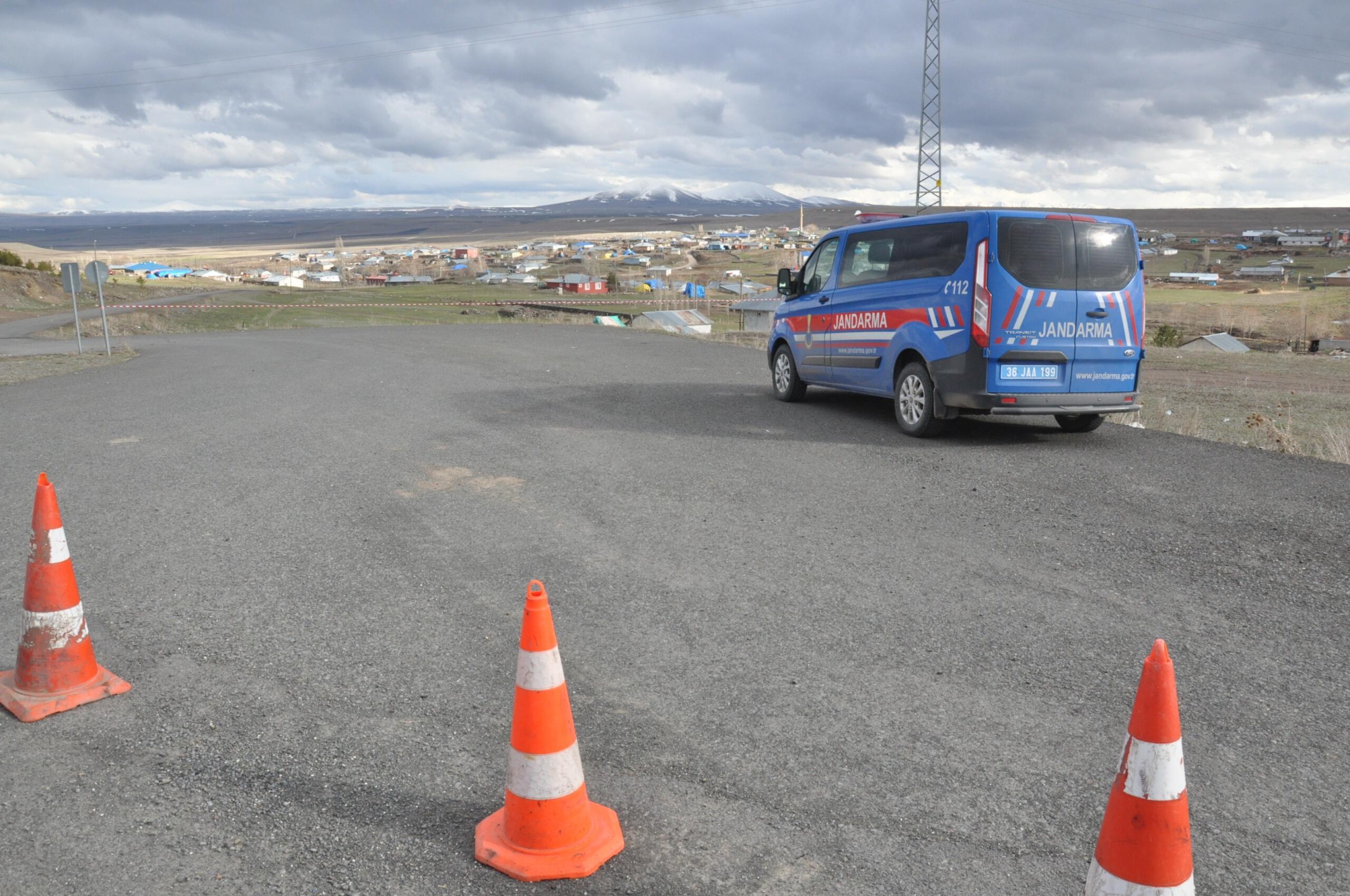 Kars'ta karantinaya alınan köye giriş çıkış yasak