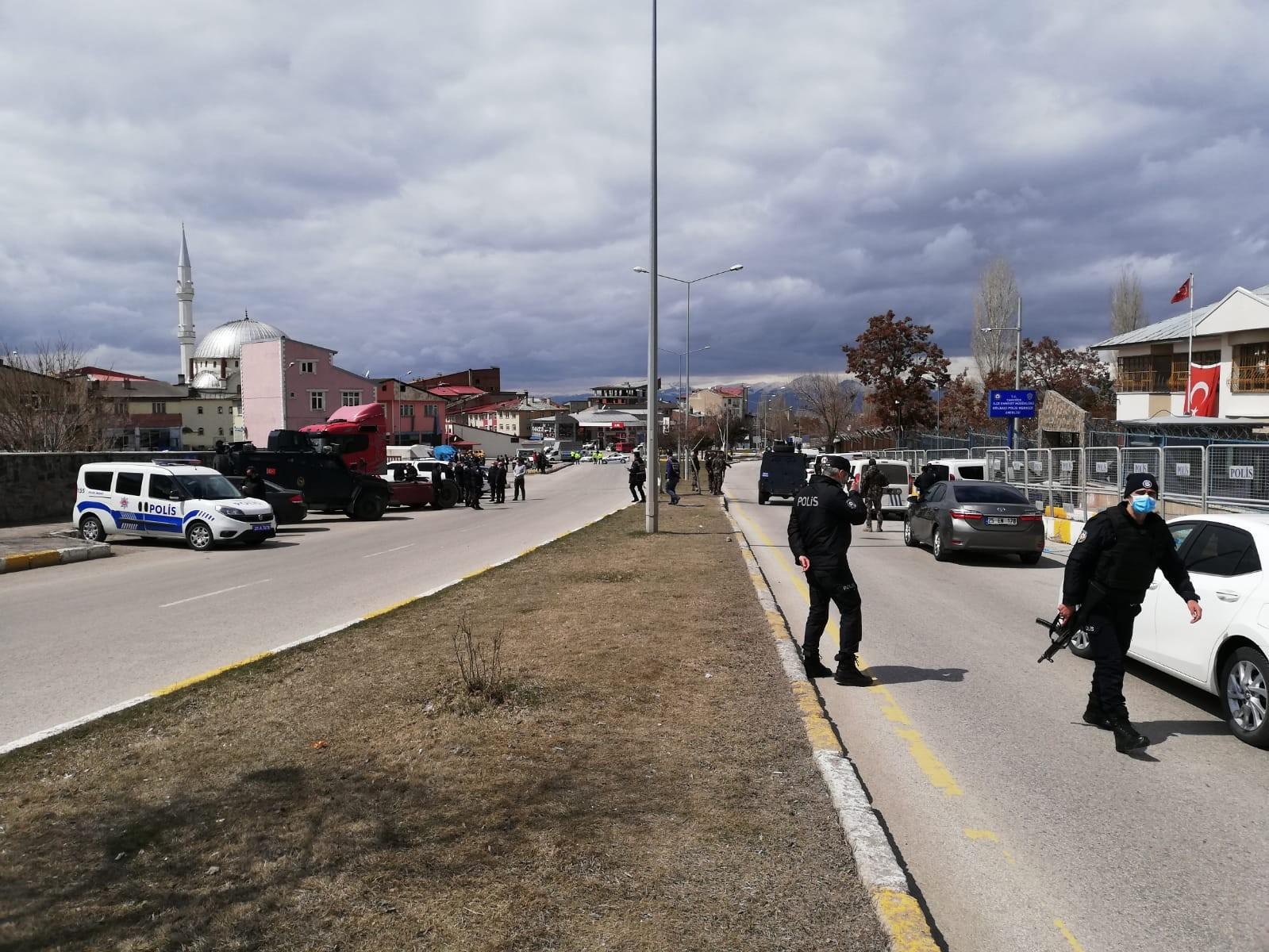 Erzurum'da polis merkezi yanında semt pazarında silahlı kavga