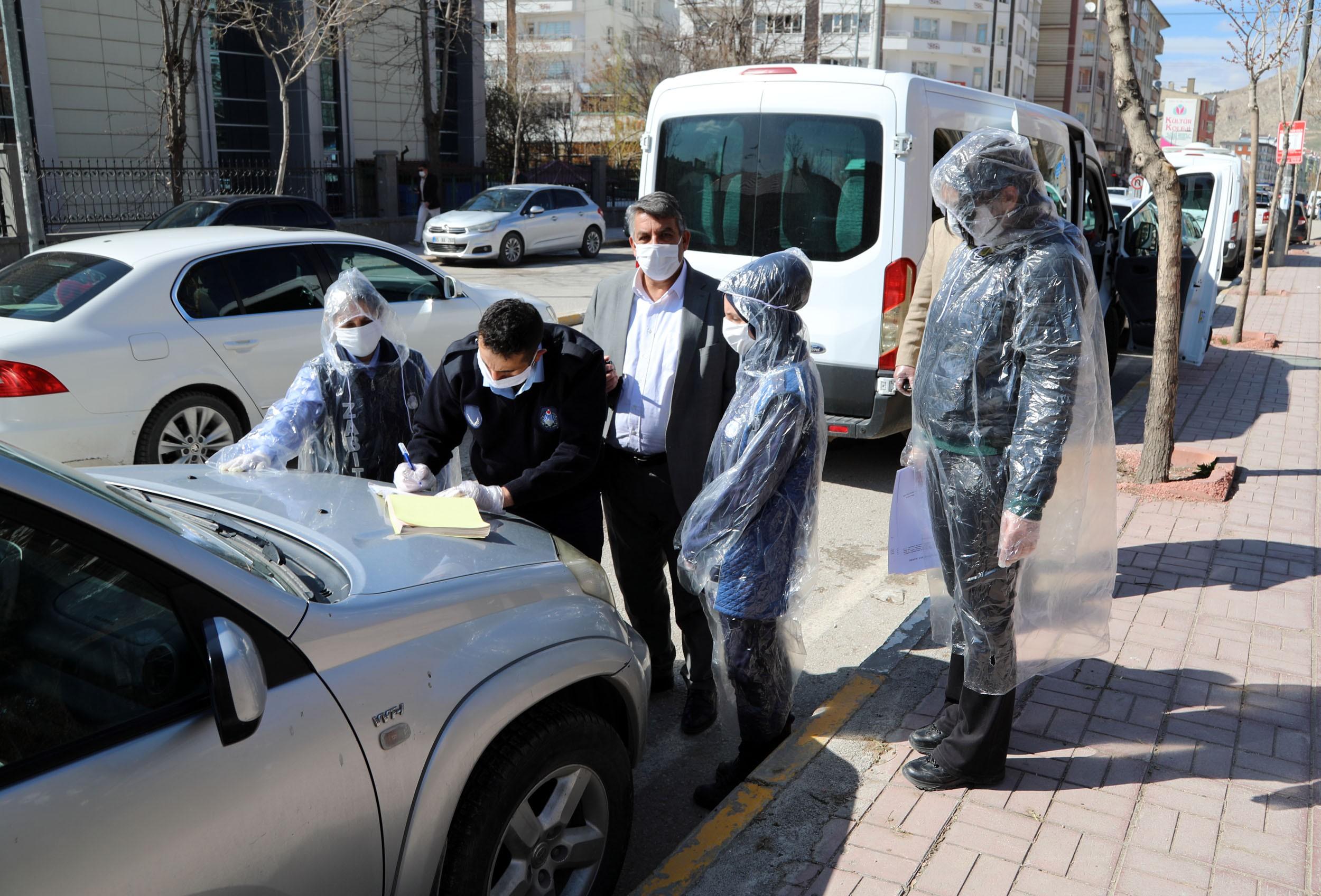 Erzurum da kısıtlamaya uymayanlara ceza yağdı