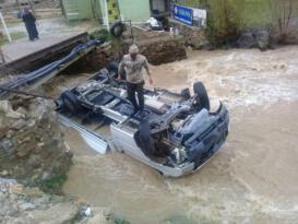Kamyonet dereye uçtu: 2 kişi boğulmaktan son anda kurtarıldı