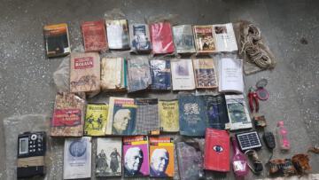 Bitlis'te terör örgütüne ait elle çizilmiş harita ve çok sayıda kitap ele geçirildi