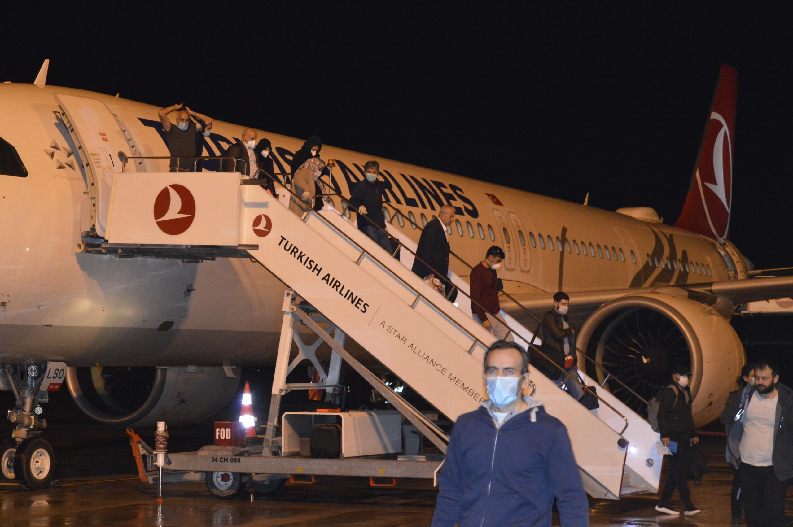 Almanya'dan getirilen Türk vatandaşları Ağrı'da yurtlara yerleştirildi