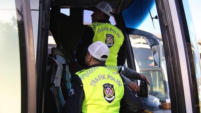 Van'a giden otobüs ihbar edildi, 4 korona virüslü hasta çıktı