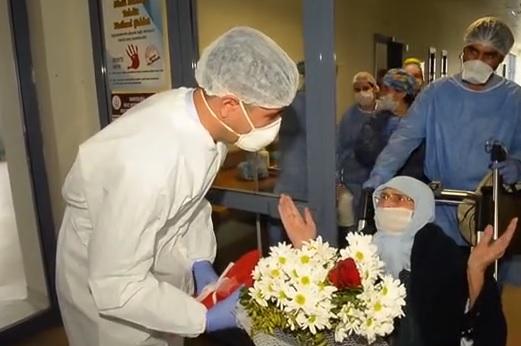 Iğdır'da KOAH hastası 85 yaşındaki kadın koranavirüsü yendi,taburcu oldu
