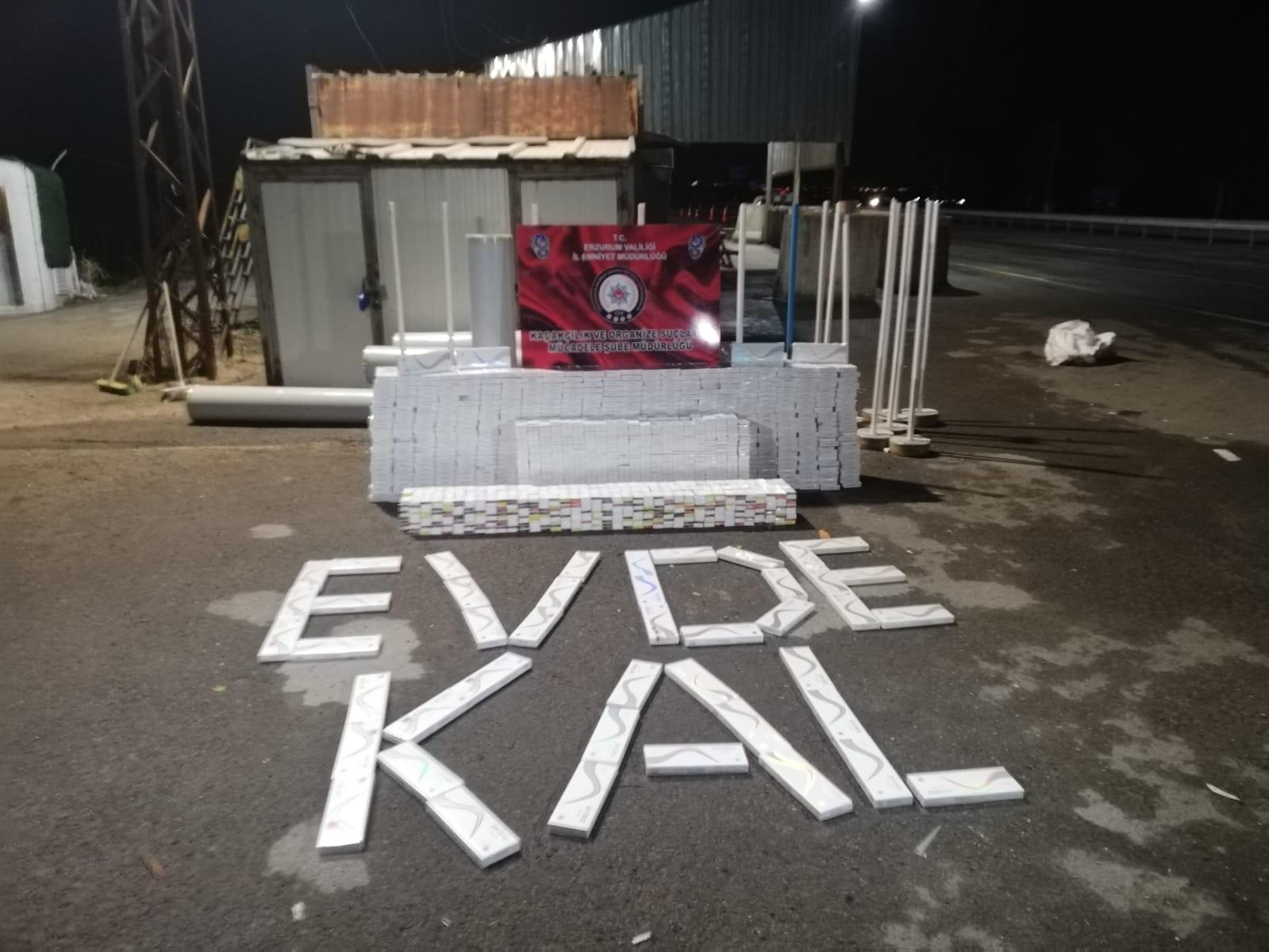 Erzurum'da polis ekipleri 8 bin 850 paket kaçak sigara yakaladı, ardından sosyal mesafeli öz çekim yaptı