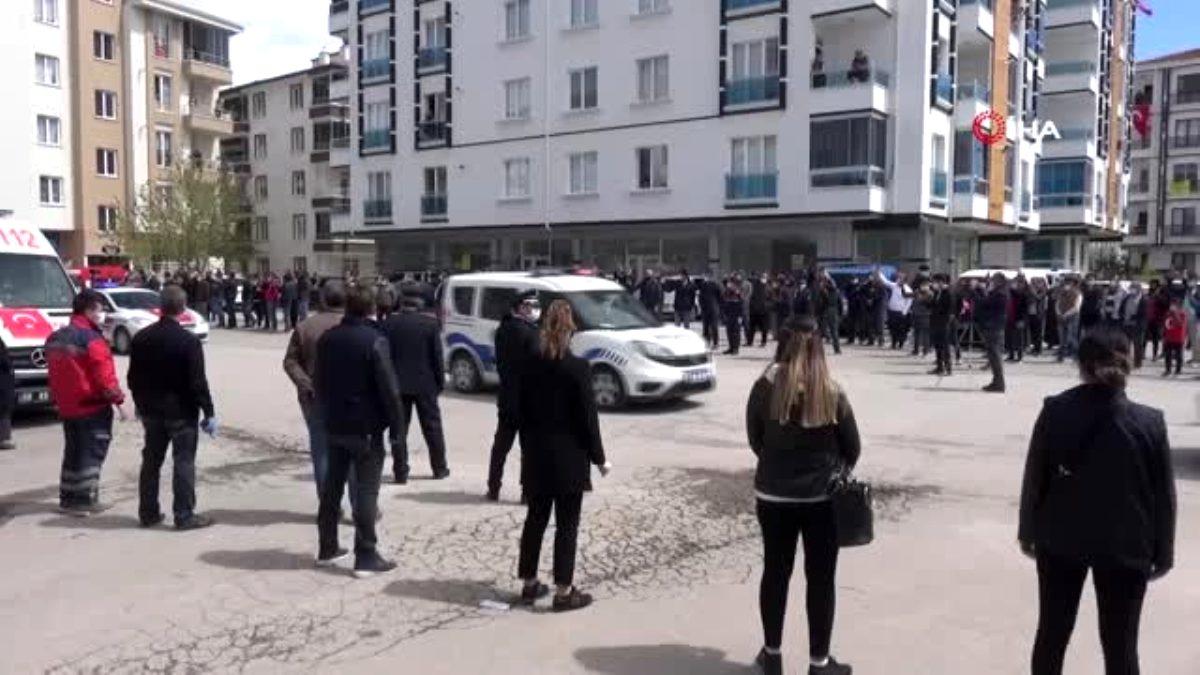 Aksaraylı şehit sosyal mesafe ile kılınan cenaze namazı sonrası defnedildi