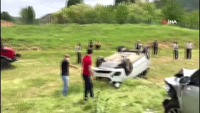 Kaza sonrası kontrolden çıkan araç tarlaya uçarak taklalar attı: 8 yaralı