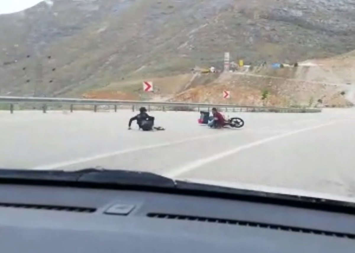 Motosikletle kaza anı cep telefonu kamerasına yansıdı
