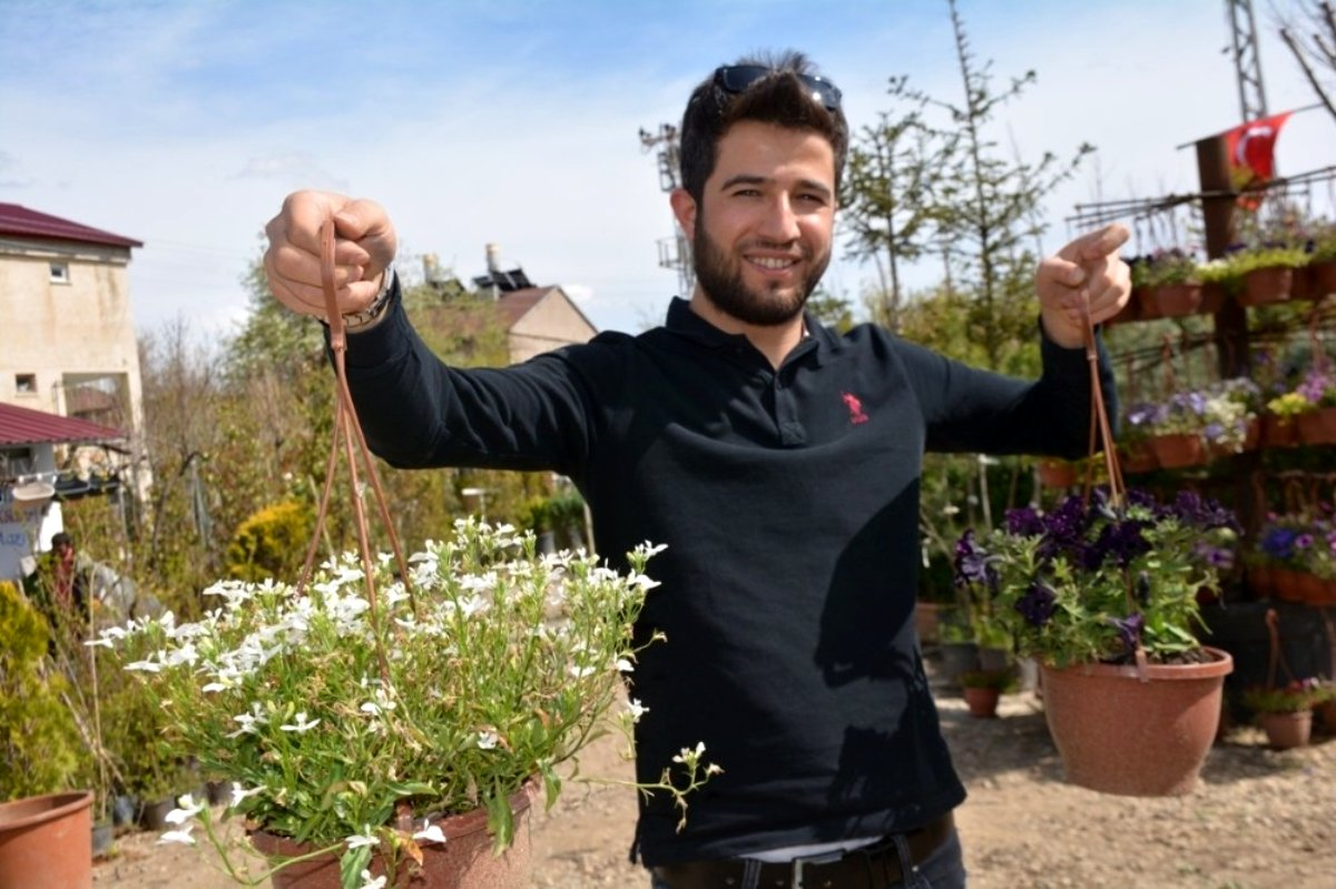Türkiye nin her bölgesinden getirdiği bitkilerle botanik bahçe oluşturdu