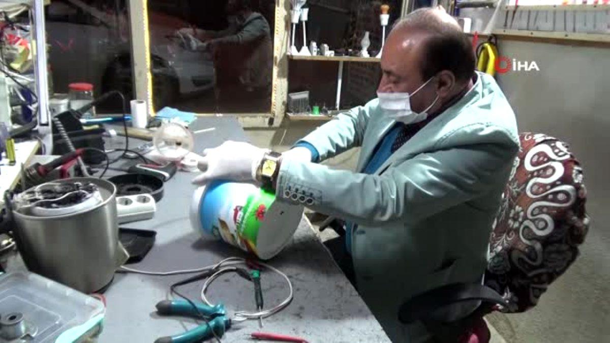 Yoğurt kabı ve kola petiyle siperlik maske yaptı