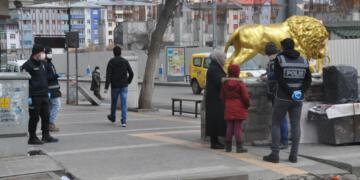 Halkın yoğun olduğu cadde ve sokaklara maskesiz çıkmak yasaklandı