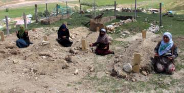 Silahlı çatışmada kocalarını kaybeden 4 kadın aynı kaderi paylaştı