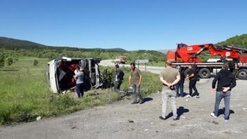 Yolcu otobüsü devrildi: 19 yaralı