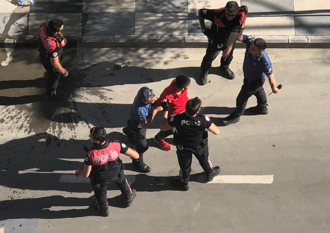 2 polisin yaralanmasına neden olan 3 şüpheli yakalandı