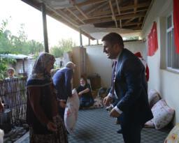 Vali Sarıibrahim ayağının tozuyla şehit ailesini ziyaret etti