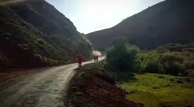 Bingöl'de artçı deprem sonrası heyelan anı kamerada