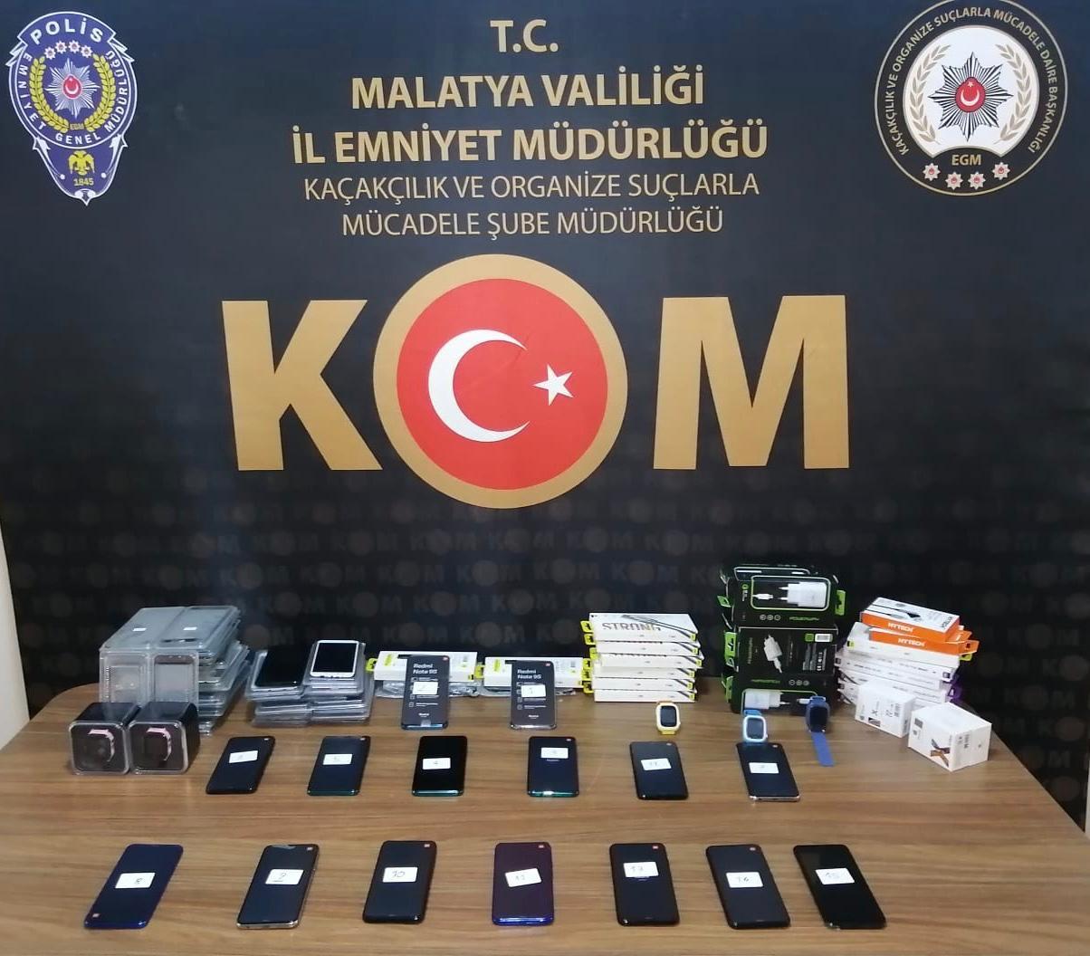 Kaçak cep telefonları ele geçirildi