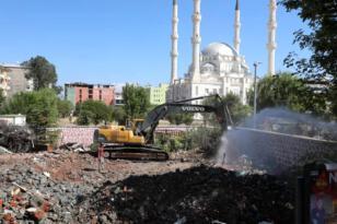 Iğdır da bulunan tarihi polis merkezi yıkıldı