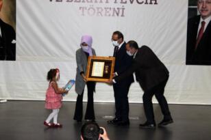 Ağrı şehidinin Devlet Övünç Madalyası 4 yaşındaki kızına verildi