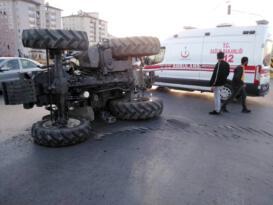 Son dakika: Ağrı da kaza yapan traktör yolun ortasına devrildi