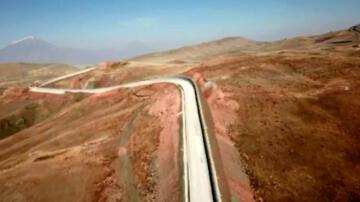 Türkiye-İran sınırına yapılan güvenlik duvarı havadan görüntülendi