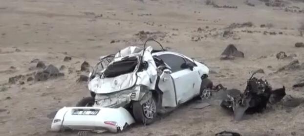 Uçuruma yuvarlanan araç hurdaya döndü: 1 yaralı