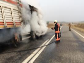 Seyir halindeki kamyonda yangın!