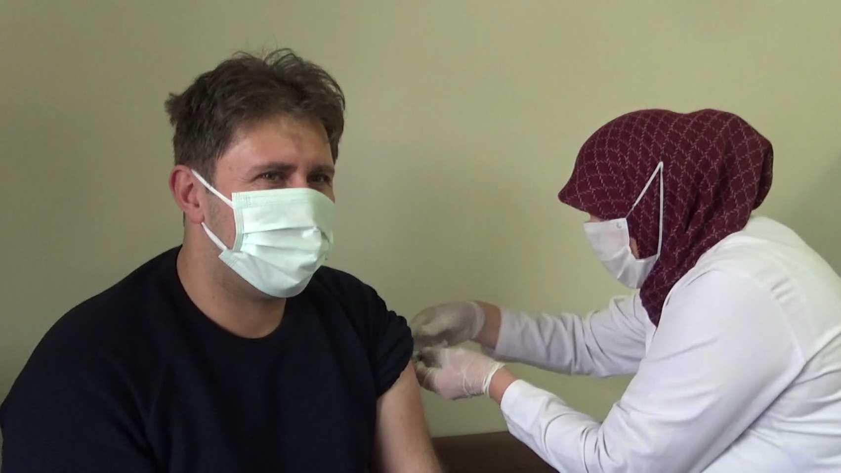 Iğdır'da korona virüs aşısı sağlık çalışanlarına uygulandı