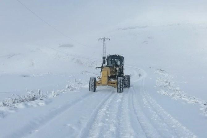 Hakkari'de kapalı yollar ulaşıma açıldı
