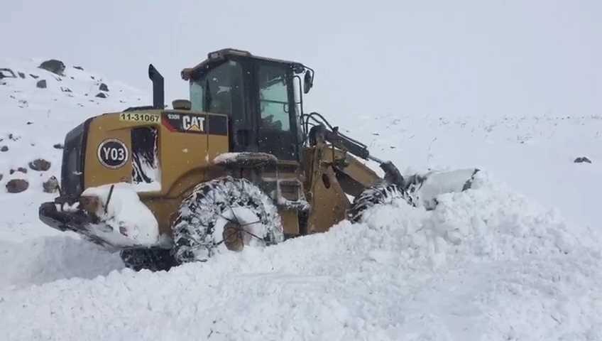 Iğdır'da karla mücadele çalışmaları devam ediyor