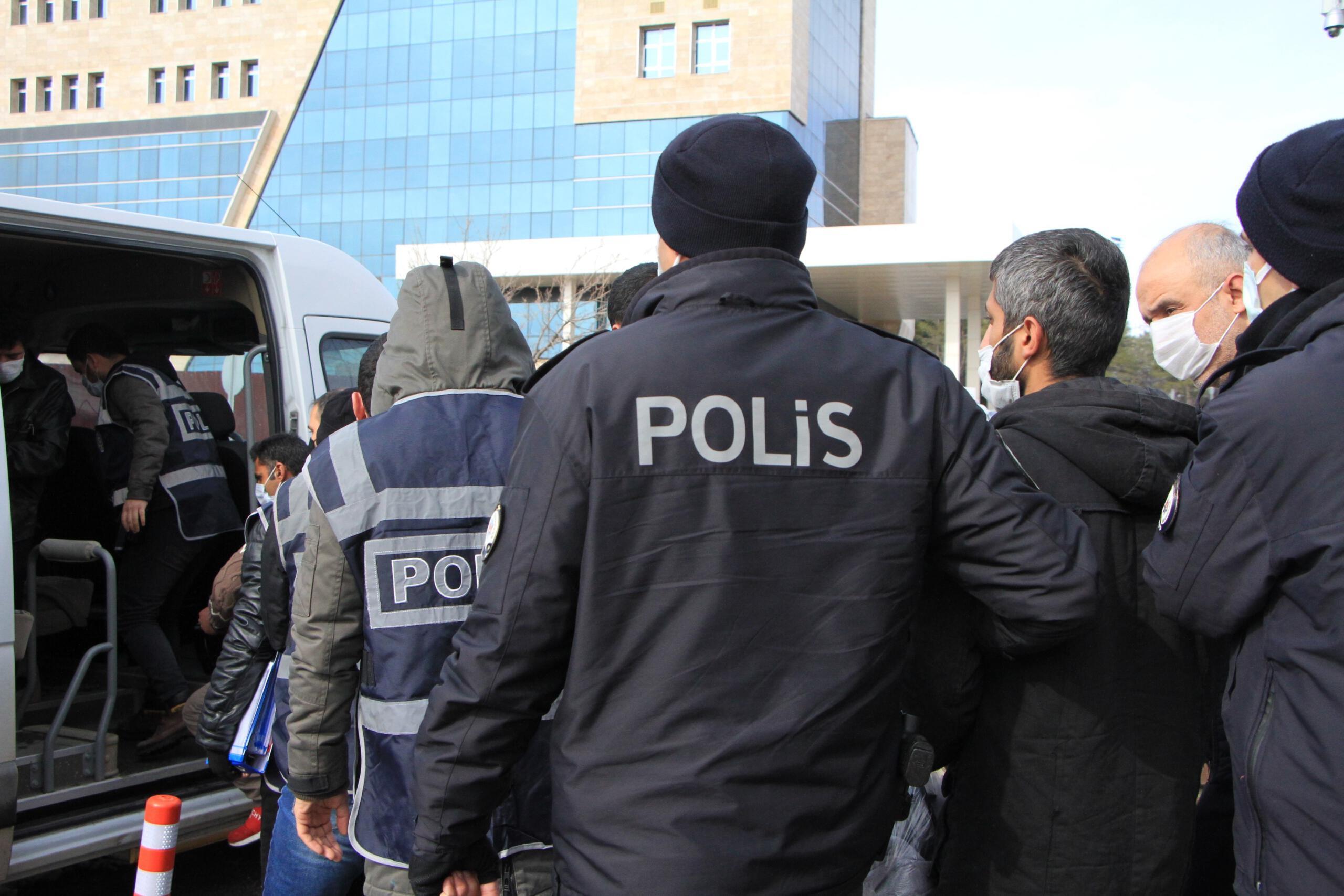 Çeşitli suçlardan aranan 7 şüpheli yakalanıp tutuklandı