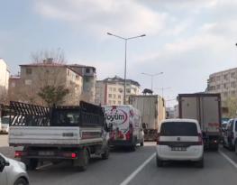 Iğdır'da belediye çöp kamyonu kasası üzerinde giden köpeği görenler şaşkına uğradı