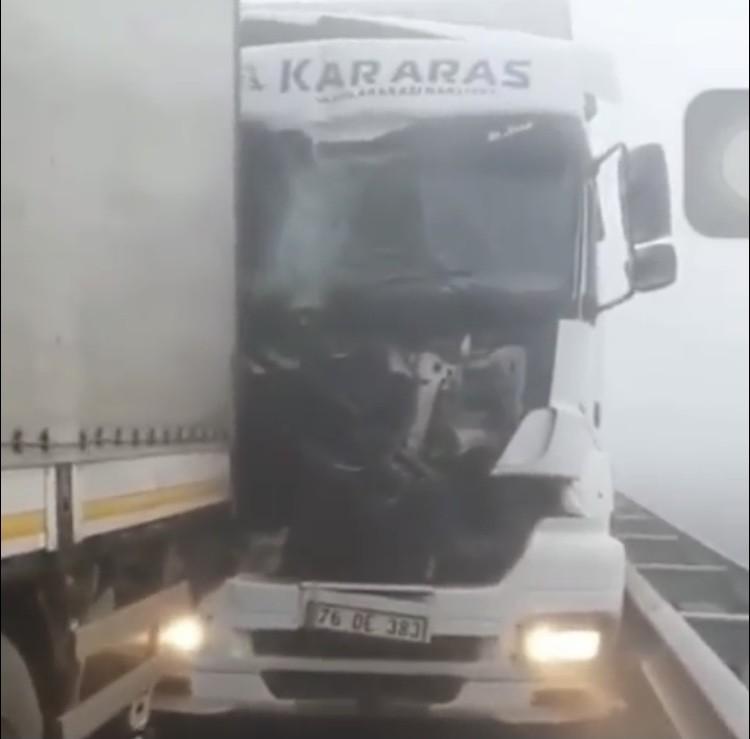 Iğdır'da sis zincirleme kazaya neden oldu: 4 yaralı