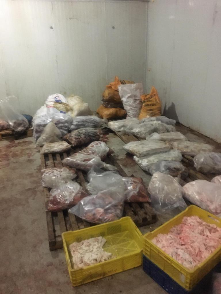 Jandarmadan yem fabrikasında ruhsatsız et üretimine baskın