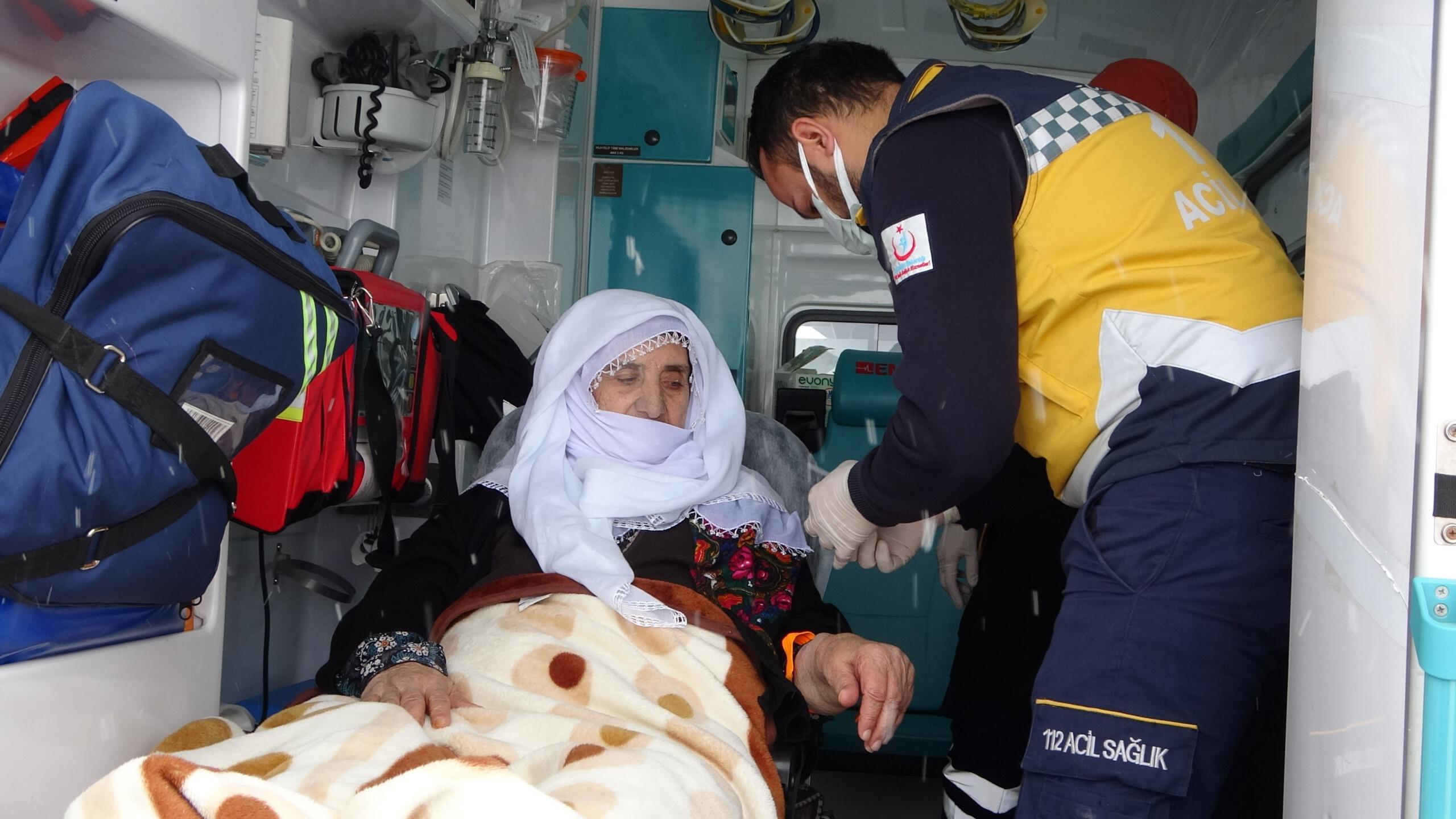 Ekipler diyaliz hastası yaşlı kadın için seferber oldu