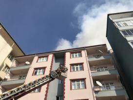 Iğdır'da çatı katında çıkan yangın korkuttu