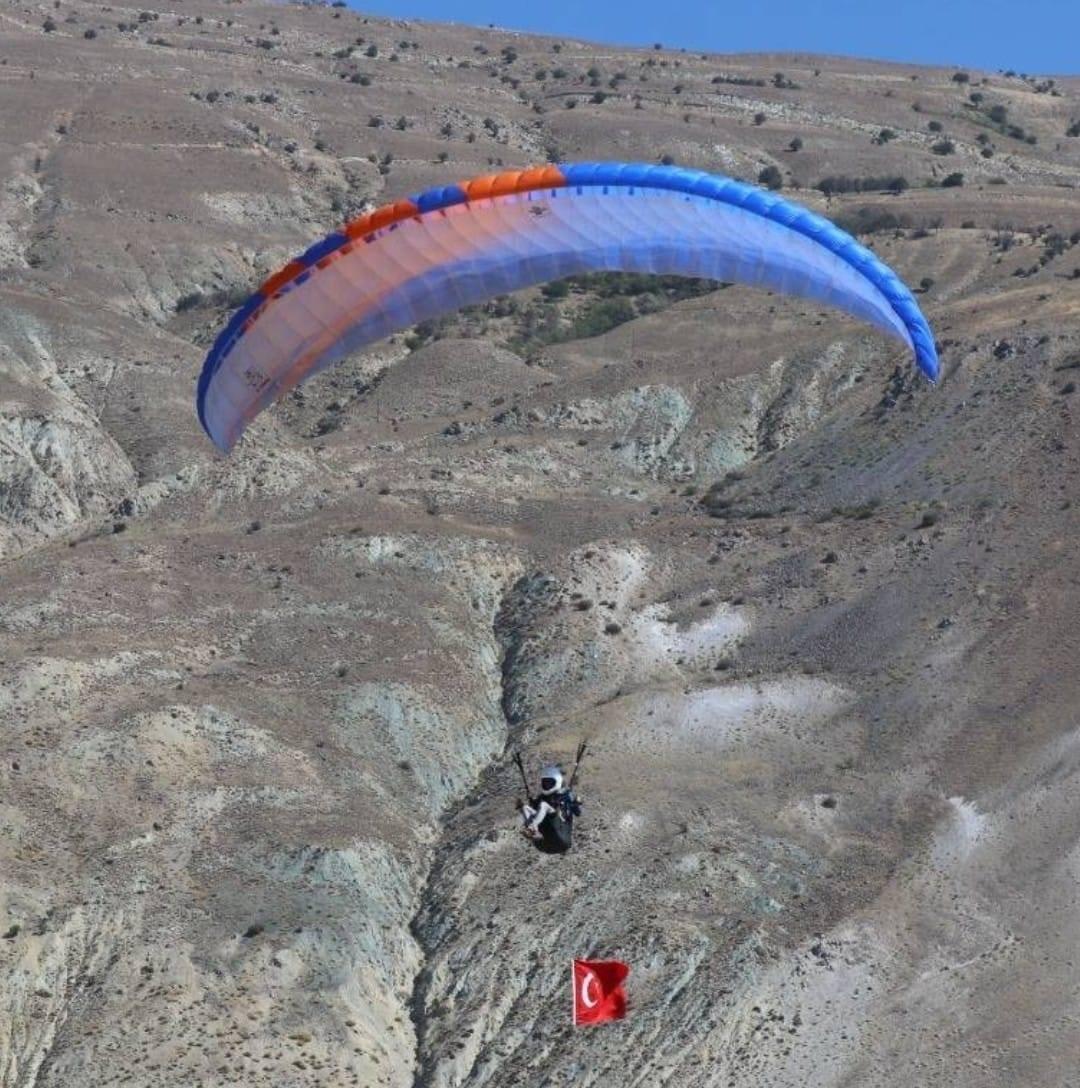 İnişe geçtiği sırada düşen yamaç paraşütçüsü ağır yaralandı