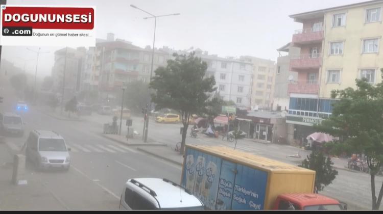 Iğdır'da rüzgar ve fırtına hayatı olumsuz etkiledi