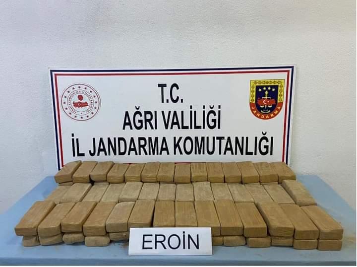 Ağrı Doğubayazıt'ta uyuşturucu operasyonu: 2 çuvalda 51 kilogram eroin ele geçirildi