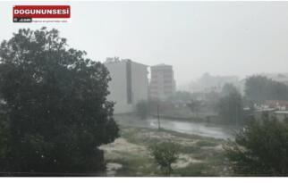 Iğdır'da dolu ve fırtına hayatı olumsuz etkiledi