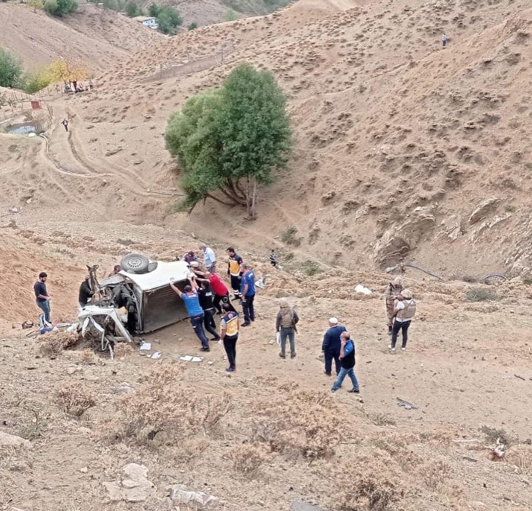 Kumandalı el yapımı patlayıcı infilak ettirildi: 2 işçi şehit oldu